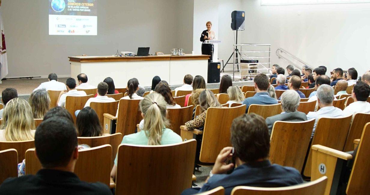 Palestra sobre taxas portuárias no comércio internacional reúne mais de 150 em Vitória
